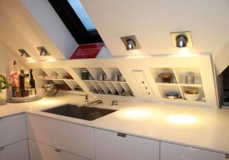Küche Dachschräge Stauraum